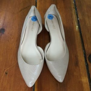 Nine West Pointed Oped Side Nude Flats Size 7.5